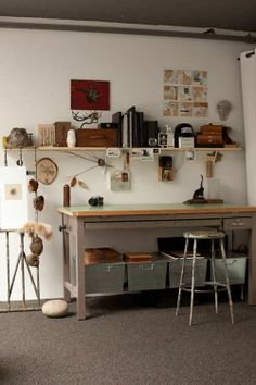 i like the industrial look and feel of this work space