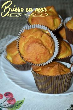 Briose cu mere - RETETE DUKAN I Foods, Healthy Recipes, Healthy Food, Muffin, Cupcakes, Breakfast, Dukan Diet, Morning Coffee, Healthy Food Recipes