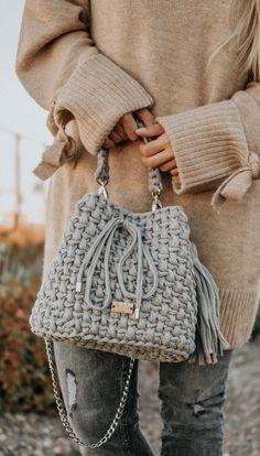 30 Best And Creative Crochet Bag Patterns 2019 - Page 20 of 39 - womenselegance. Free Crochet Bag, Crochet Clutch, Crochet Handbags, Crochet Purses, Knit Crochet, Crochet Hats, Crochet Stitches, Crochet Patterns, Bag Patterns