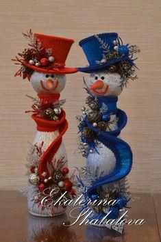 Pin by Carol Shovlin on DIY Christmas Decorations Christmas Centerpieces, Christmas Tree Decorations, Christmas Wreaths, Christmas Ornaments, Christmas Crafts For Gifts, Christmas Art, Christmas Projects, Wine Bottle Crafts, Snowmen
