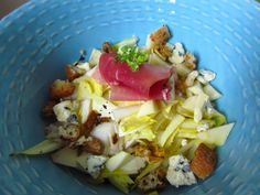Salade gourmande aux endives (noix, roquefort, pommes, jambon cru, vinaigrette au miel...)