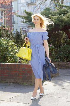 Weiß-blau gestreiftes Kleid