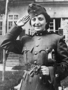 Hannah Szenes - She was one of 37 Jews from Mandatory Palestine parachuted by the British Army into Yugoslavia during the Second World War to assist in the rescue of Hungarian Jews about to be deported to the German death camp at Auschwitz. Military Women, British Army, Before Us, Women In History, World War Two, Wwii, Amazing Women, The Past, The Incredibles