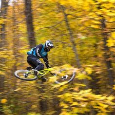 #flyingfriday #fbf @georgeryan83 enjoying the last days of the season @mountaincreekbikepark #liveyours #500px #eastcoast #canon #canonusa #teamcanon #bikelife #mcbp