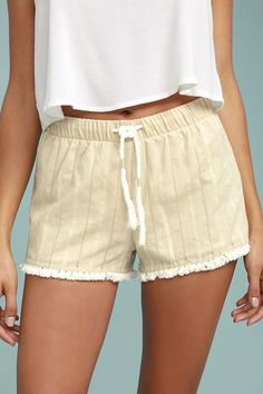 The Others Follow Higuera Beige Shorts are your new warm weather companion! Lightweight beige woven cotton with matching embroidery falls from an elasticized drawstring waist into relaxed shorts with fringe hems. Short Skirts, Short Dresses, Dolphin Shorts, Beige Shorts, Soft Pants, Shorts Online, Jeans For Sale, Spring Summer Fashion, Casual Shorts