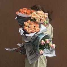 Bouquet of flowers Flower Power, My Flower, Tumblr, Flower Aesthetic, Spring Aesthetic, Arte Floral, Flower Market, Vaporwave, Aesthetic Pictures