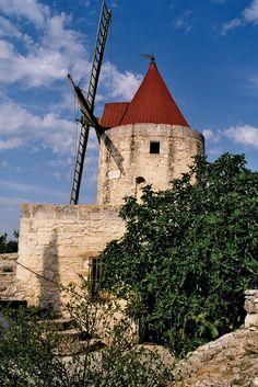 Alpilles : the windmill of Alphonse Daudet
