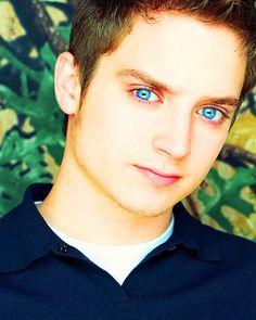 Elijah Wood's blue eyes....#lotr #bigblue