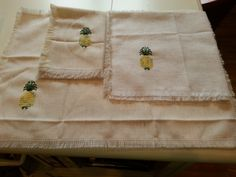 Smyrna Pineapple - design by Lorna Reeves.  Breadcloth, napkin, placemat