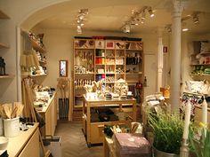 IRIS HANTVERK / the store (brushes on the back wall) (Image: www.toteshoppe.com)