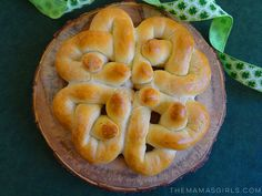 Rhodes Braided Shamrock Bread for St. Patricks Day. So cool! Looks like a Celtic Knot.