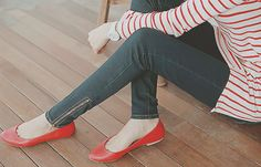 red stripes + flats / dark skinnies