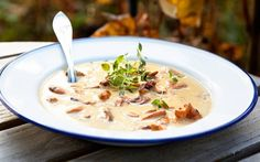 Kanttarellikeitto Fall Recipes, Soup Recipes, Mushroom Soup, Food N, Soups And Stews, Deli, Cheeseburger Chowder, Mashed Potatoes, Stuffed Mushrooms