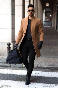 Erfahre welche Teile dazu passen! Casual Chic Outfit für Männer. Herrenoutfit in schwarz-braun Kombination mit Jeanshose, Polohemd, Mantel und Chelsea Boots. Ein Männeroutfit im eleganten Look, passend für die Freizeit und Arbeit. Outfits für Männer mit passenden Teilen bei Favorite Styles. #favoritestyles #mode #fashion #outfit #männer #herren #style #stil #männermode #herrenmode #mensoutfit #mensfashion #ideen #inspiration #casual #chic #elegant #smart #arbeit #freizeit #schwarz #braun