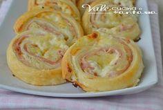 Girelle di sfoglia con patate prosciutto e stracchino, facilissimo, antipasto, stuzzichino, finger food , buono e veloce, ideale per aperitivo