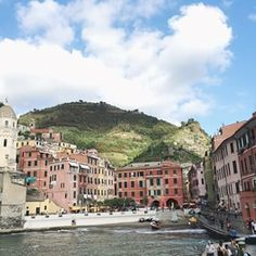 Exploring the gorgeous towns of #cinqueterre today - this is where @jsncampbell and I went on our #honeymoon 7 years ago and so fun to share with Sienna ❤️❤️ #GWSinItaly #GWSinEurope #GWStravel #Vernazza