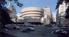 Solomon R. Guggenheim Museum, Richard Estes_this spotlight on a single famed building makes one aware of how urban complexity and multiplicity, not individual landmarks, usually define Este's city views_以一种变态的无差别的细节呈现展示城市的纷繁复杂,画面和笔触拍平了由透视或者是其他原因带来的对单一城市元素的关注