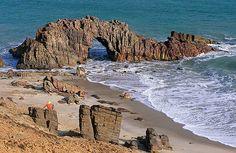 jericoacoara-ceara-imagens-praia-mar-agua-cristalina-relaxa-pedra-furada