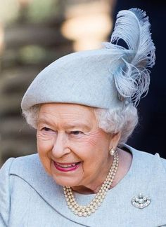 Queen Elizabeth II attends the offical opening of 'The Land Of The Lions' exhibit at London Zoo on March 2016 in London, England - Angela Kelly - Royal Hats ** I bet if Prince Philip pulls her in for a hug, her feather tickles his nose. God Save The Queen, Die Queen, Queen Hat, Estilo Real, Royal Queen, Isabel Ii, Her Majesty The Queen, Prince Phillip, Queen Of England