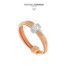 57213359bfb1 No es necesario que los  anillos de  compromiso sean clásicos. ¡Elige el  que más se adapte a tu estilo!