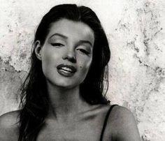 Marilyn Monroe una meraviglia anche con i capelli neri!!