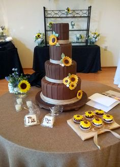 Beautiful fall wedding cake by #Patisserie at The Matthews House. #weddingcake #Cary #NC #Venue