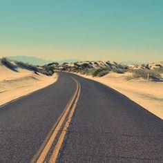 """""""Você deve rezar para que o caminho seja longo, cheio de aventuras e experiências"""". - Constantine Peter Cavafy."""