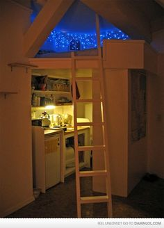i think i am the only person over the age of 9 who is still obsessed with any sort of loft or bunk bed...