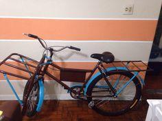 Modelo de bike cargueira azul e marrom