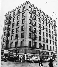 https://flic.kr/p/aCCw3L | NE corner of Broadway & Fourth Street, 1952 (EXM-P-S-LOS-ANG-CIT-BUI-139) | O.T. Johnson Building, 365 S. Broadway, Los Angeles, 1952 Collection: LA Examiner prints Date: circa 1952-12-18 digitallibrary.usc.edu/search/controller/view/examiner-m2...