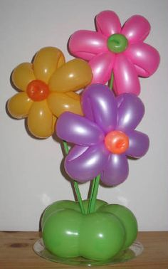 Flowers, bright balloons, party poppers, water sprinklers and the Sun with a bright shining smile are the main ingredients for this birthday party. Balloon Flowers, Balloon Bouquet, Birthday Decorations, Birthday Party Themes, Ballon Arrangement, Flower Arrangements, Deco Ballon, Balloon Crafts, Balloon Ideas