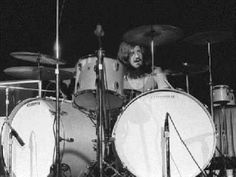 John Bonham 1969 after he got a double kick drum kit like Carmine Appice of Vanilla Fudge from Ludwig Led Zeppelin, Heavy Metal, Carmine Appice, Ludwig Drums, Vintage Drums, John Bonham, Greatest Rock Bands, How To Play Drums, Drummers