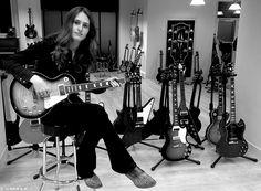 """Hier, Aaron Keylock était en promotion au show-room Gibson pour la sortie de son 1er opus """" Cut Against The Grain """" dans les bacs le 20 Janvier chez Mascot Label Group.  Son message : https://www.youtube.com/watch?v=4Dk78vhkCrA"""
