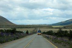 Is het een optie om met openbaar vervoer door Patagonië te reizen? Openbaar vervoer in Patagonië bestaat bijna volledig uit binnenlandse vluchten, (mini)bussen en veerboten.