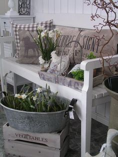 garten romantischer The post appeared first on Landhaus ideen. Patio Shabby Chic, Shabby Chic Terrasse, Jardin Style Shabby Chic, Landscape Edging Stone, Outdoor Living, Outdoor Decor, Small Patio, Decorating On A Budget, Farmhouse Decor