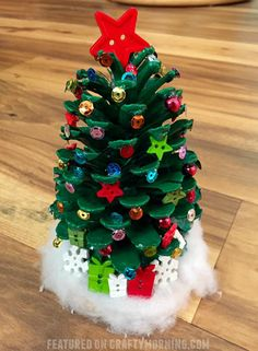 Make adorable pinecone Christmas trees for a kids craft! #pineconecrafts #wintercrafts #christmastreecrafts #christmastree #christmascrafts #kidcrafts #funcrafts #craftymorning