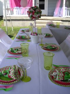 Ideia para decoração de mesa com arranjo de artesanato. Fácil de fazer.