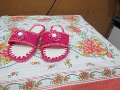 Chinelinho em crochê com solado Havaiana ! presentinho para mami! os pés estão inchadinhos a idade pesa!