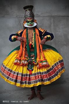 Kathakali dancer, Tewfic El-Sawy, The Oracle (Kerala, India) Religions Du Monde, Cultures Du Monde, World Cultures, We Are The World, People Around The World, Costume Ethnique, Unity In Diversity, Cultural Diversity, Indian Classical Dance