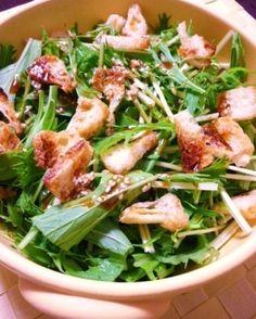 楽天が運営する楽天レシピ。ユーザーさんが投稿した「自家製ドレッシングで☆水菜と油揚げのパリパリサラダ」のレシピページです。カリッと焼いた油揚げが和風クルトンみたいで、水菜のパリパリと良く合います~♫。自家製ドレッシングで水菜と油揚げのサラダ。水菜,油揚げ,☆酢,☆しょう油,☆ごま油,☆お好みでコチュジャン,☆白ゴマ