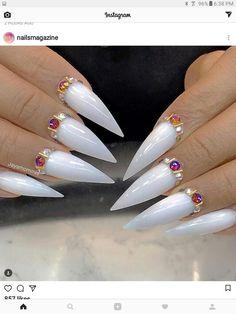 For shai's engagement white Glam Nails, Hot Nails, Beauty Nails, Hair And Nails, Stiletto Nail Art, Glitter Nail Art, No Chip Nails, Trendy Nails, Wedding Nails