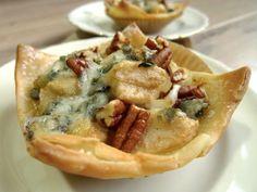 Heerlijke bladerdeeghapjes met peer, noten en blauwe kaas. En je kunt ze net zo makkelijk glutenvrij maken.   http://degezondekok.nl