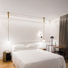If you're attending to visit this Italian city soon, discover which are the finest design hotels in Milan. Theme Hotel, Hotel Decor, Luxury Interior Design, Interior Architecture, Milan Hotel, Hotel Bed, Hotel Interiors, Room Planning, Design Hotel