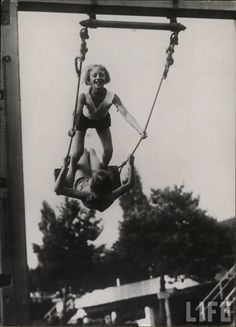 vintage everyday: 75 Vintage Snapshots That Show What Summer Fun Looked Like From Between the and Lazy Summer Days, Summer Kids, Summer Memories, Childhood Memories, Vintage Photography, White Photography, Old Photos, Vintage Photos, Best Vibrators