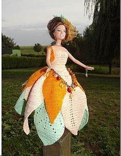 Le défilé des créations -stylistes : Barbie-fleur - Zabou Mode Crochet, Crochet Baby, Barbie Dress, Barbie Doll, Crochet Barbie Clothes, Diy Doll, Crochet Fashion, Indian Designer Wear, Clothing Patterns