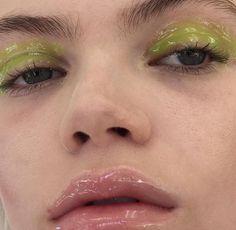 Glossy Green Eyelid + Lips Look