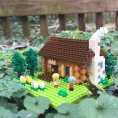 """10 mentions J'aime, 1 commentaires - HarmonyHut (@harmonyhut_tv) sur Instagram: """"#sundayfunday in the #harmonyhut making the #Nanoblock #Swiss #LogCabin. Check out the #timelapse…"""""""