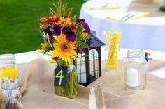 Sommerliche Tischdeko gibt es in vielen Variationen. Schaut bei hochzeitsportal24.de vorbei und entdeckt tolle Beispiele!