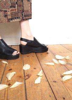 Kaufe meinen Artikel bei #Kleiderkreisel http://www.kleiderkreisel.de/damenschuhe/hohe-schuhe/133944268-vintage-schuhe-plateau-peeptoes-sandaletten