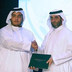 Ahmed bin Maktoum bin Rashid Al Maktoum y su hermano, Saeed bin Maktoum bin Rashid Al Maktoum, graduación de Ahmed, 18/05/2017.